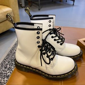 *NEW* Dr. Martens 1460W